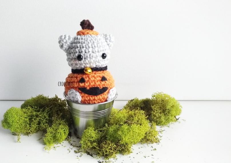 Amigurumi Kitten in Spooky Pumpkin